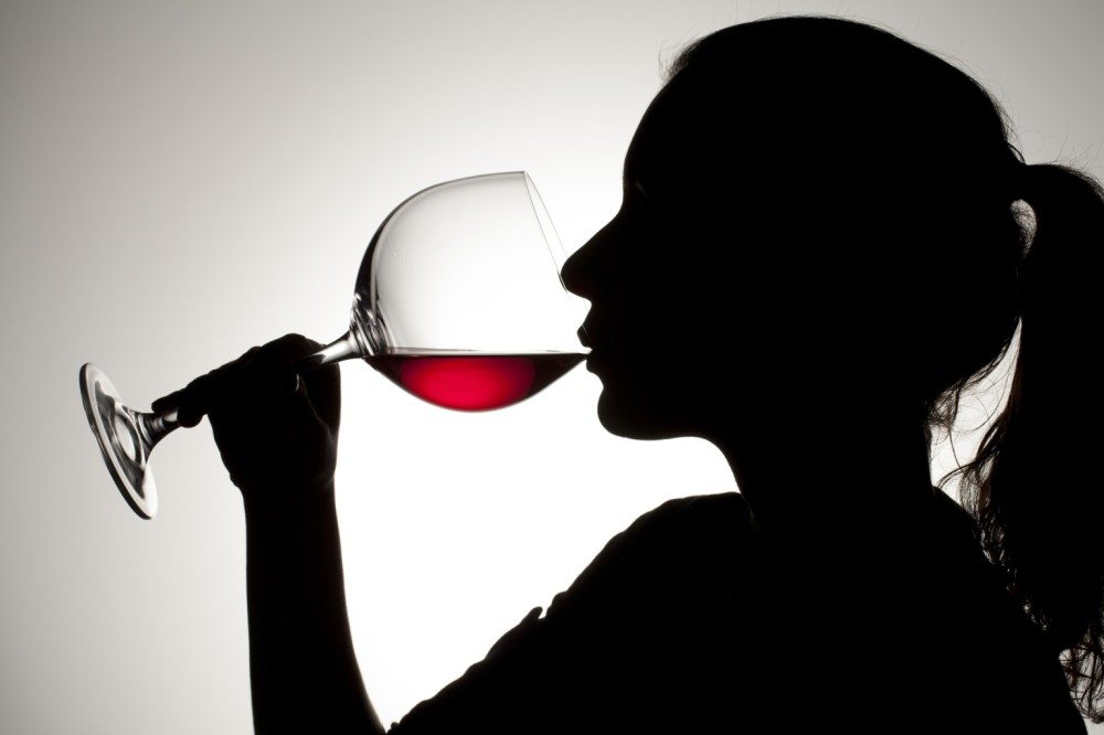 wine-smelling-tasting