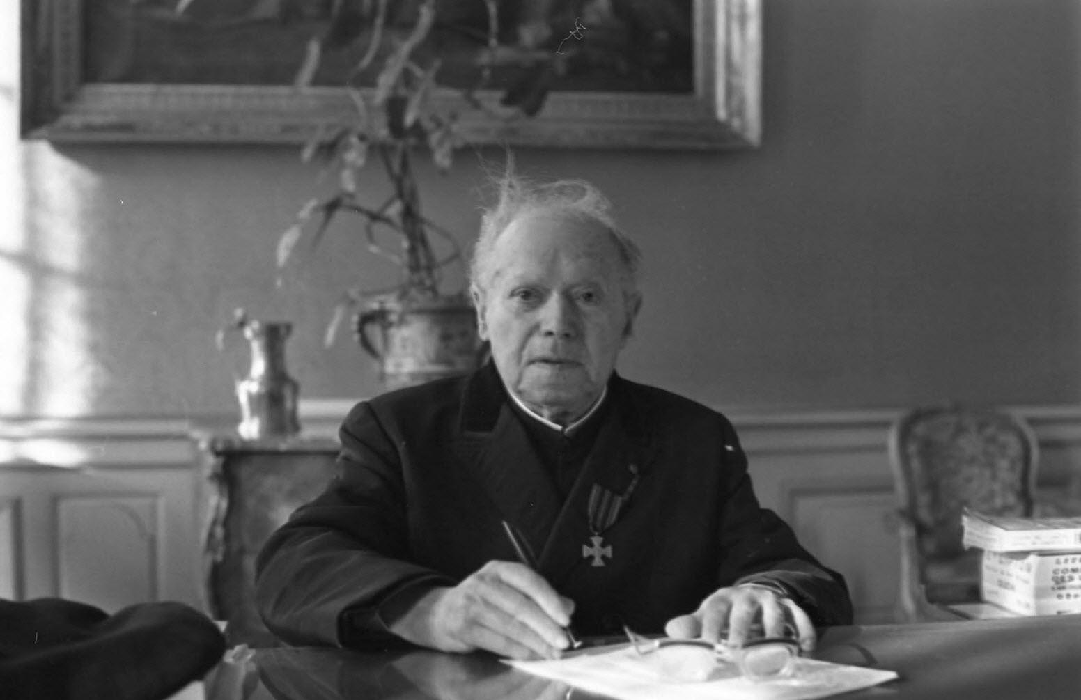 portrait-du-chanoine-felix-kir-maire-de-dijon-pour-ses-92-ans-en-1968-photo-archives-lbp-1520624364